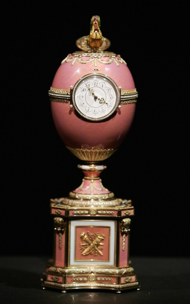 The newly discovered Rothschild Faberge Egg is pictured in London 04 October 2007. The egg, which is to be auctioned off in November 2007, is expected to raise between 6-9 milllion pounds (12-18 million dollars or 8.5-13 million euros) . AFP PHOTO/SHAUN CURRY (Photo credit should read SHAUN CURRY/AFP/Getty Images)